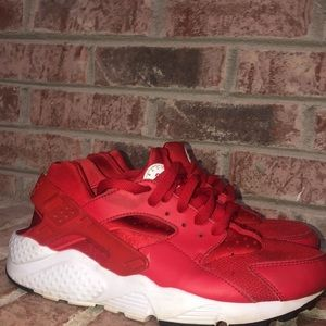 Kids Nike huarache red/white shoes size 7y